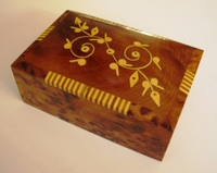 Thuya decorative box with lime wood inlay